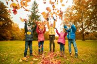 HD picture Happy children playing autumn leaves 07